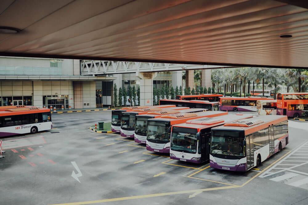 εικόνα με σταθμό λεωφορείου