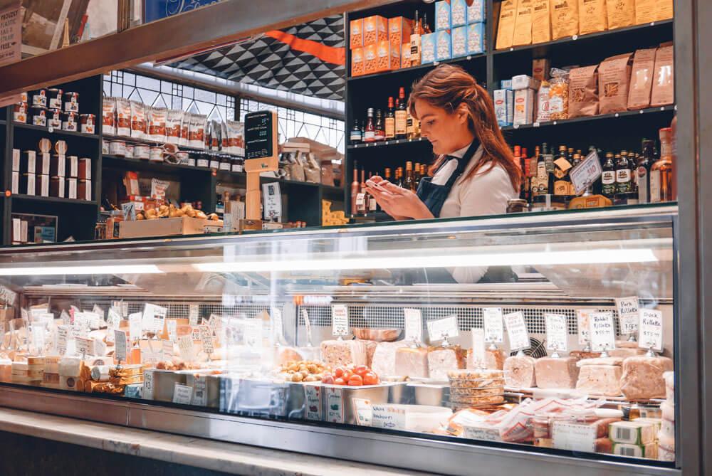 κατάστημα με φαγητά